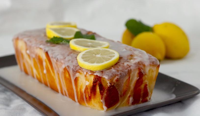 Bizcocho-de-limon-glaseado-entero