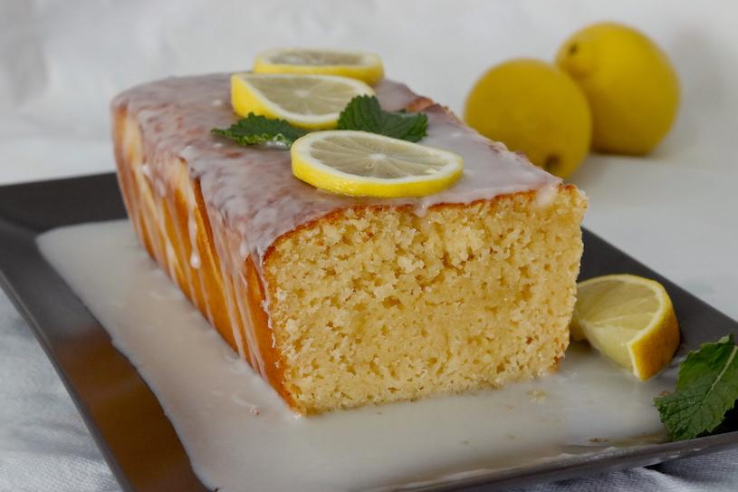 Bizcocho-de-limon-glaseado-corte