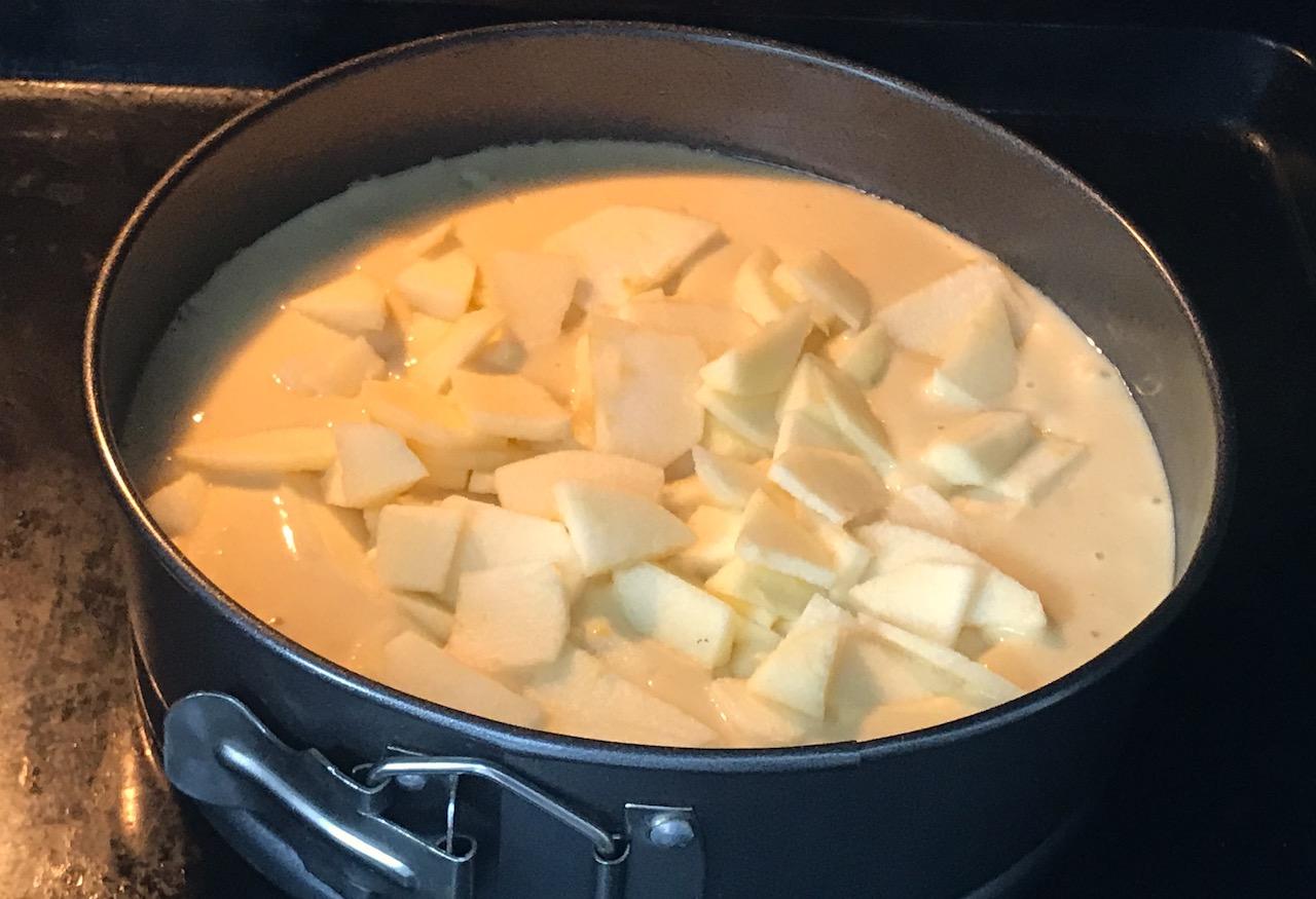 bizcocho de manzana en el horno