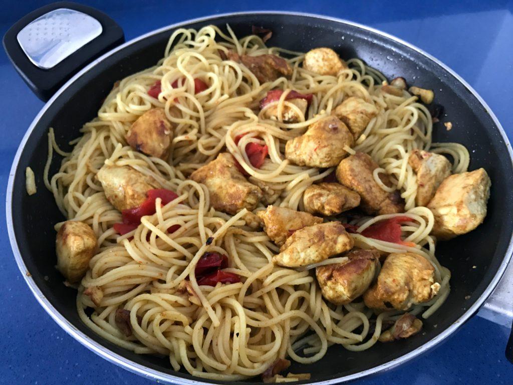 espaguettis-con-pollo-curry-cacerola-p