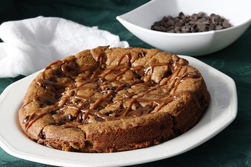 galleta-gigante-rellena-de-dulce-de-leche