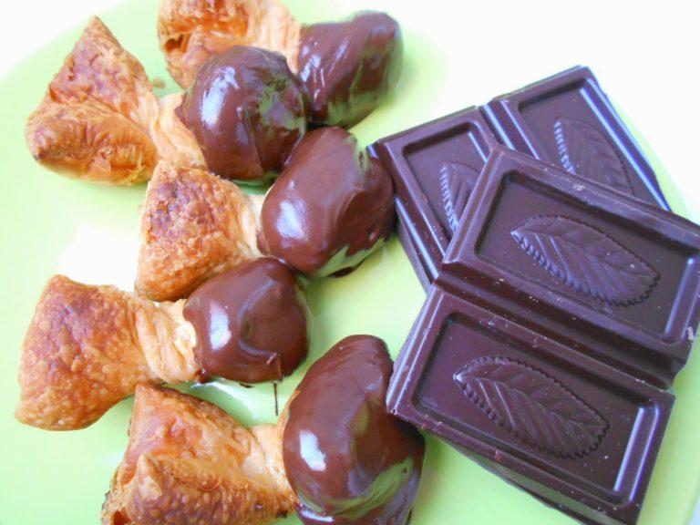 Lazos de Hojaldre con Chocolate