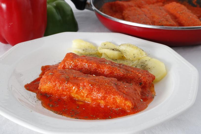 Merluza-en-salsa-de-pimientos-enteros