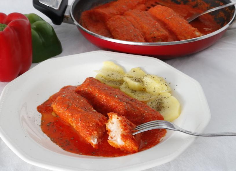 Merluza en salsa de pimientos rojos