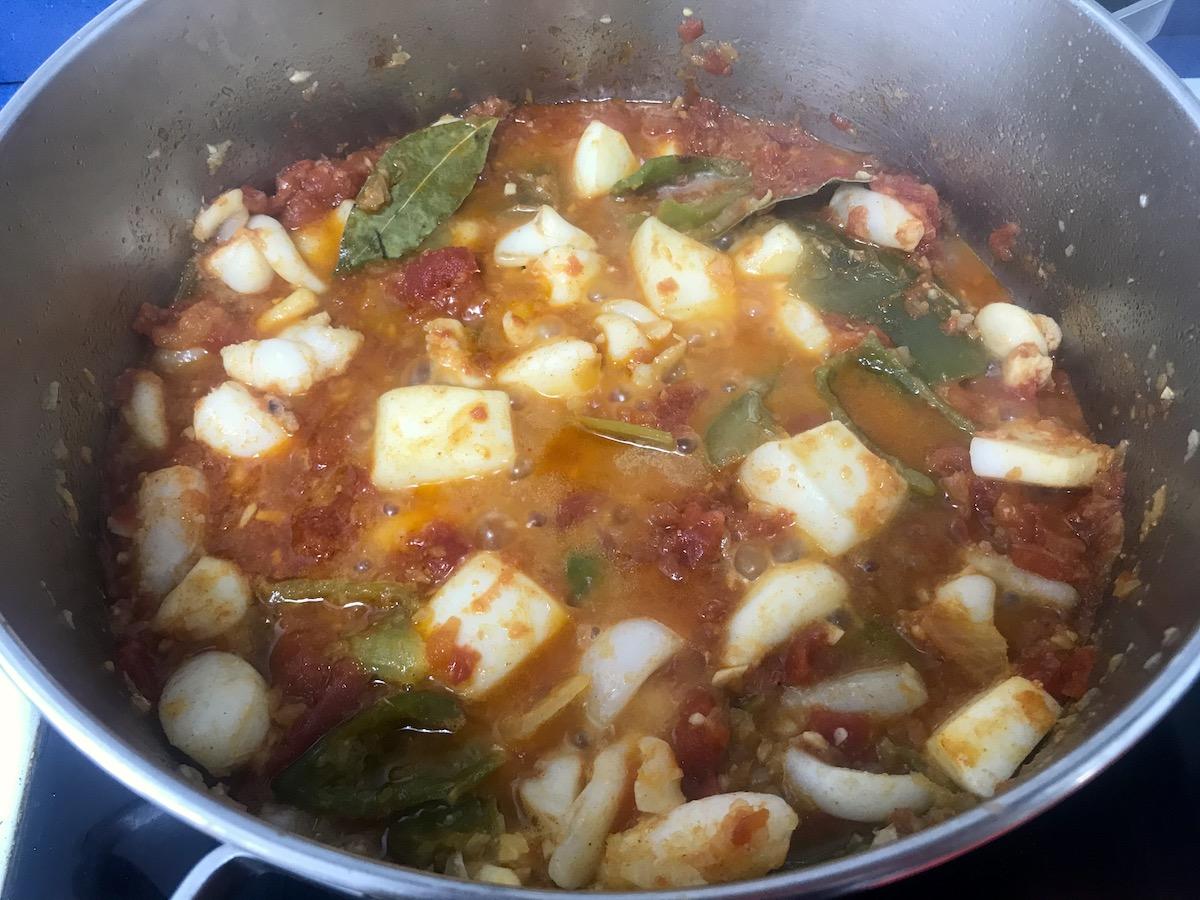 receta de patatas con sepia y gambas